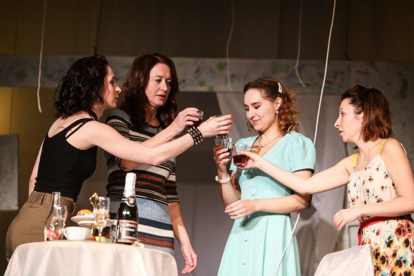 Спектакль «Платье из парашюта» (16+)